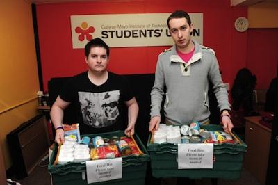 studentsfoodboxes.jpg